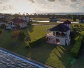 Utopian Luxury Vacation Homes - Luxury Stays in Luxury Locations